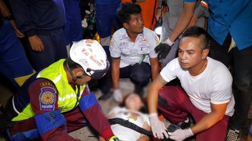 泰一载中国游客大巴侧翻1名儿童死亡 警方正进行详细检查