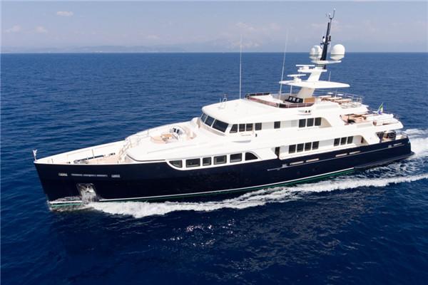 黄金时代的绅士 Codecasa最新43米Gio Chi The游艇