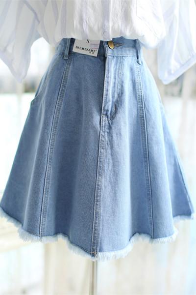 达人服装流行趋势示范 这个夏季你应该有一件牛仔裙