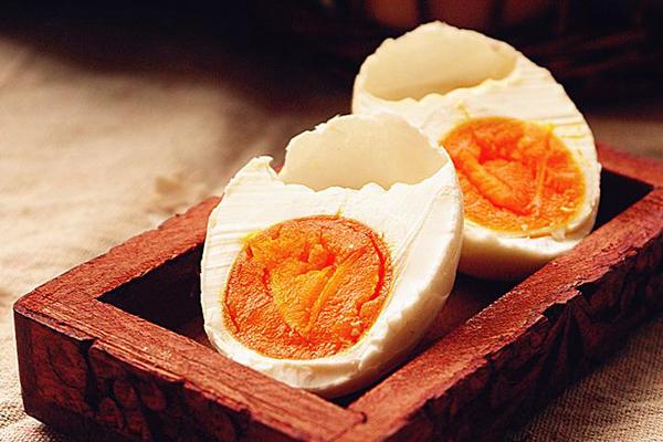 吃咸鸭蛋有什么好处?