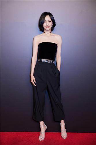 佟丽娅短发亮相 回应:剪短发后感觉更加清爽
