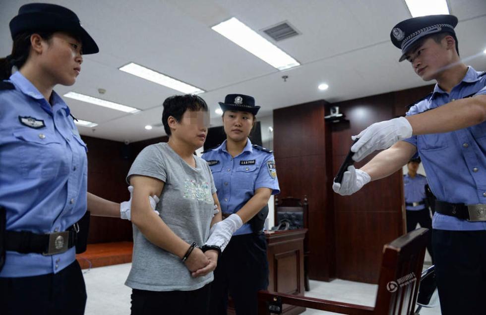 打警察致嫌犯逃脱 终审对其判决3年半刑罚