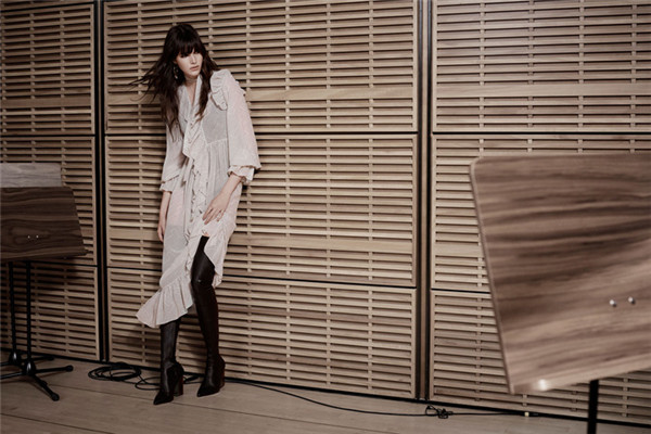 Zimmermann服装品牌释出2017秋冬系列广告大片