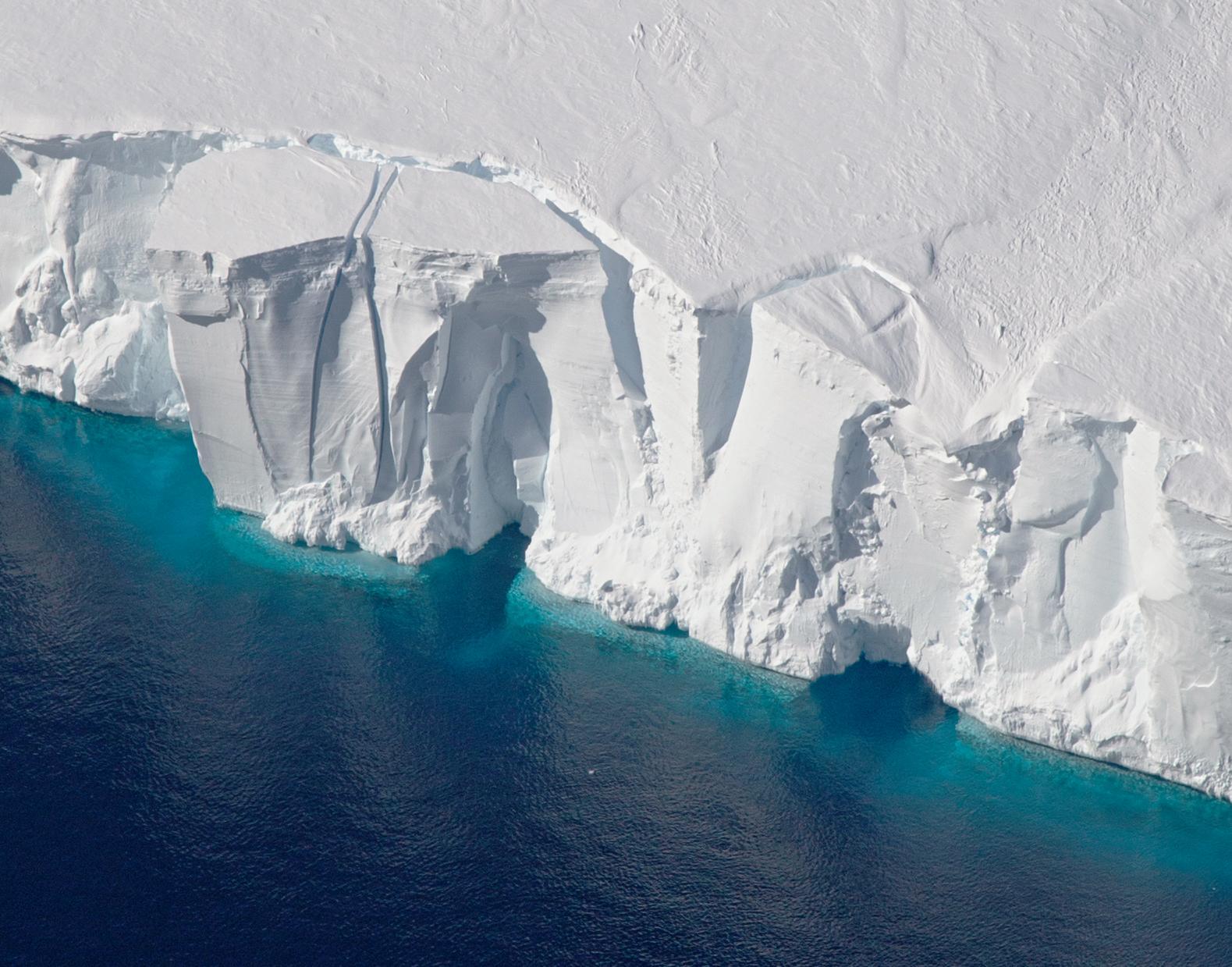 南极版图将改变 万亿吨冰山已脱离南极冰架