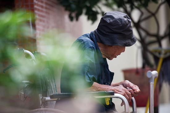 养老金个人账户两难:以富济贫还是鼓励多缴多得?
