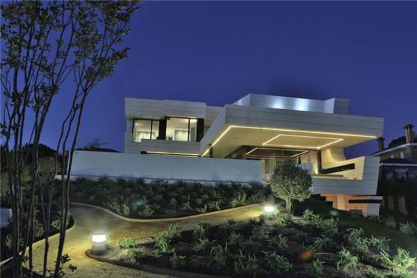 Balcony豪宅:未来派外观吸引你的眼球