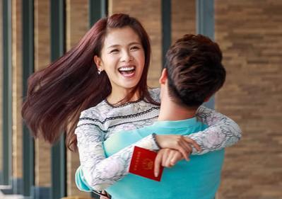 刘涛这么开心,手里拿着的是结婚证吗?