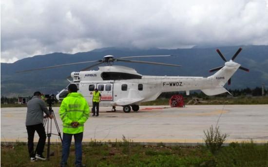 空客H215双发私人直升机开启丽江站演示飞行