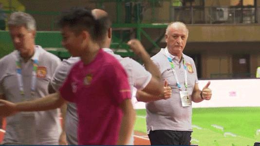 斯科拉里怒赞国足队长 不是每个国脚都叫郑智