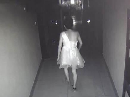 男子穿短裙进女宿舍行窃 模仿电影中男扮女装作案的情节