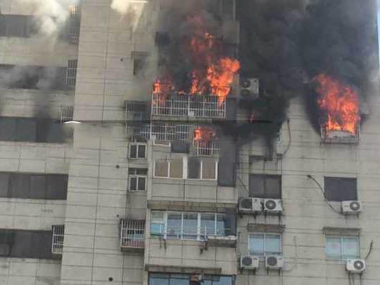 杭州东清大厦起火 暂时没有人员伤亡
