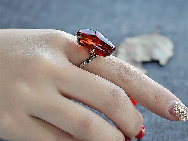 艳魅琥珀前半生 时间凝聚精华造就神秘灵性宝石