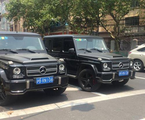 上海现双胞胎豪车 车主:35万连牌带车买的
