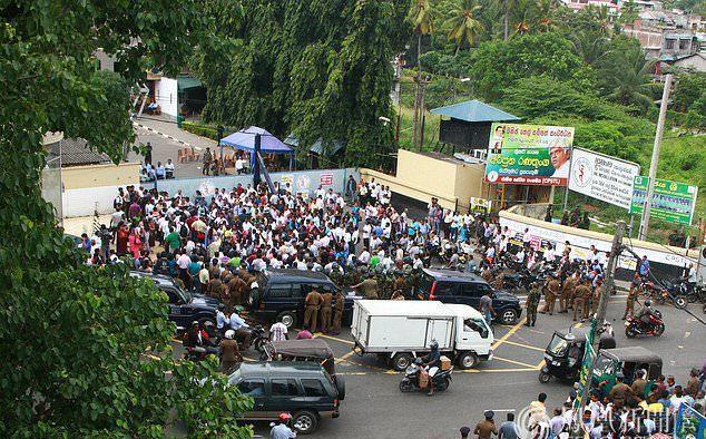 斯里兰卡工人罢工 抗议政府将国有油库出售给印度与中国