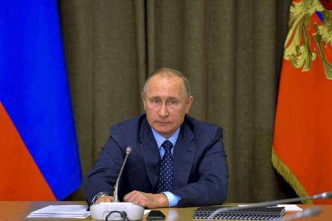 普京回应中俄军演 合作不针对任何第三方