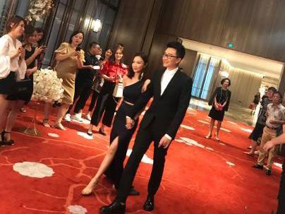 王思聪前女友雪梨订婚 与未婚夫张衍牵手亮相显恩爱