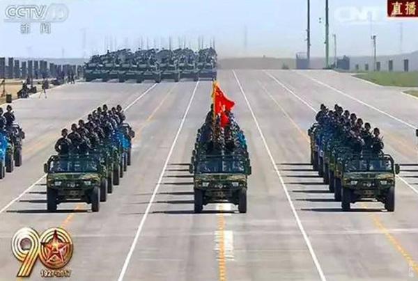 建军90周年大阅兵 歼-16低调亮相