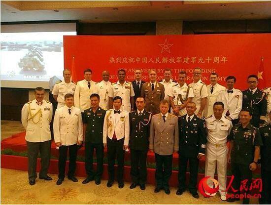 中国驻印使馆庆建军90周年 罗照辉大使携使馆全体外交官参加