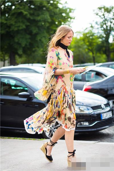 欧美服装流行趋势示范 来一双草编底鞋舒适又时髦