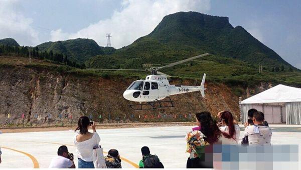 贵州首条私人直升机低空游航线开通 市民可1元钱体验