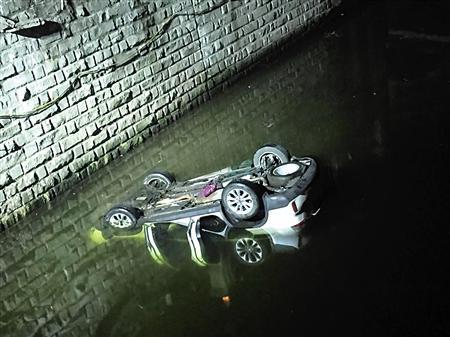 驾车操作不当坠河 父母及时脱险5名子女全部遇难