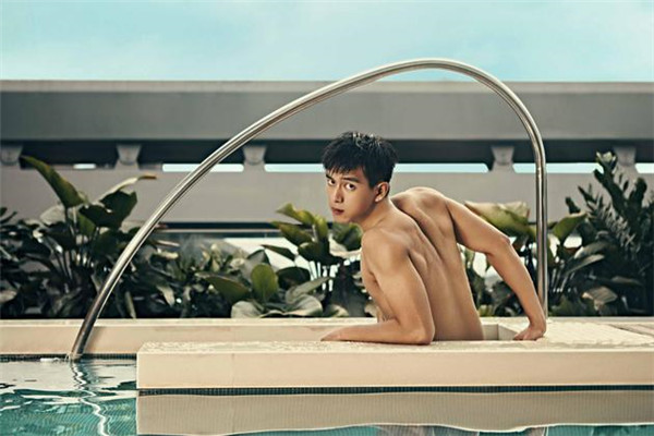 李现最新泳池写真大片曝光 美好肌肉线条帅气逼人