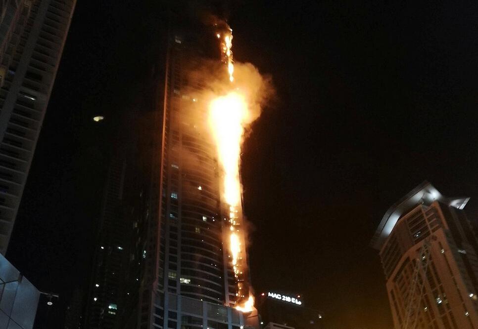 迪拜火炬大厦二次起火