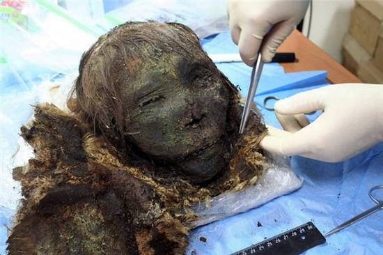 900年木乃伊出土 头发及眼睫毛仍然完好