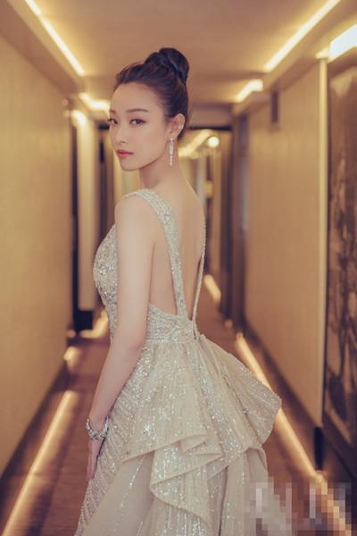 今夏服装流行趋势示范 来件露背单品想不美都难