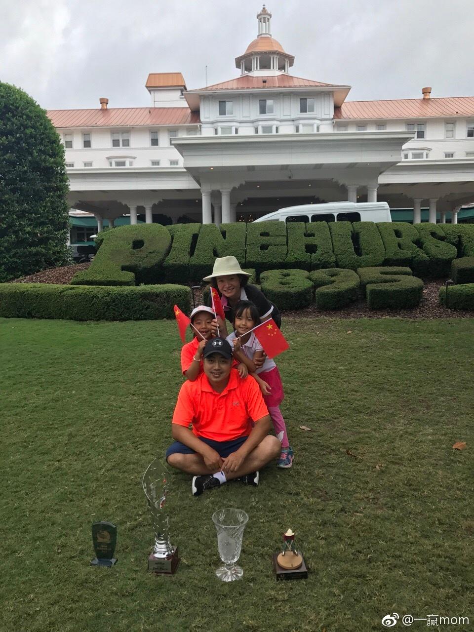 刘国梁赴美给爱女当球童 高尔夫比赛收获了三冠三亚