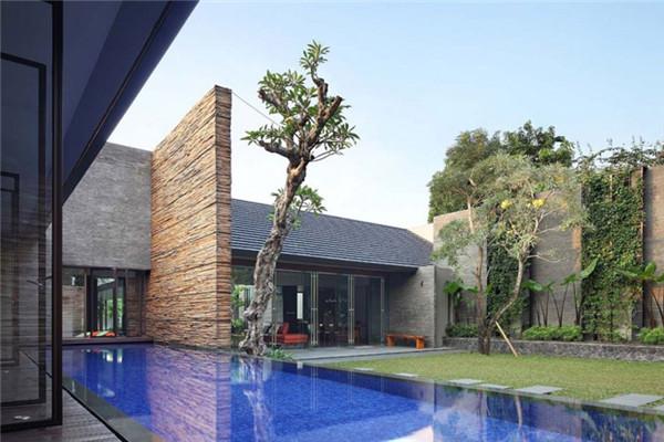 雅加达南部豪宅:住宅与自然连接得更紧密