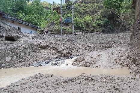四川凉山发生泥石流 造成8人死亡5人受伤
