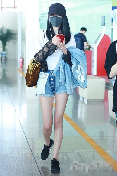 明星穿衣搭配技巧示范 短裤单品也能解锁新时尚