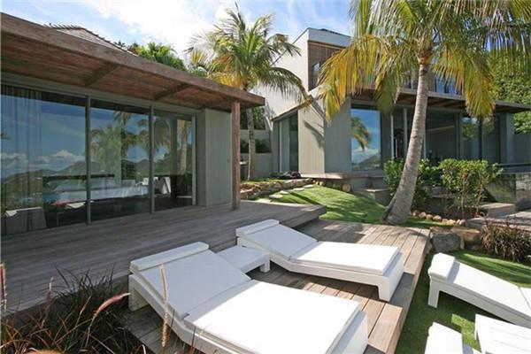 圣巴泰勒米岛豪宅:起居空间展现宽敞大气之感