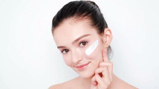 护肤品不是涂得越多越好? 告诉你护肤品用量须知