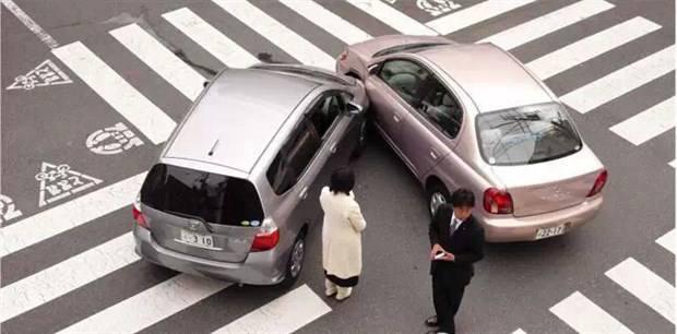 一场事故来了两家4S店理赔专员 保险怎么走?
