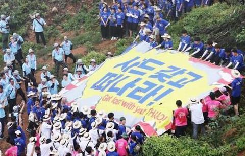 """韩数百大学生组队反美反""""萨德"""" 要求美带着""""萨德""""滚开"""