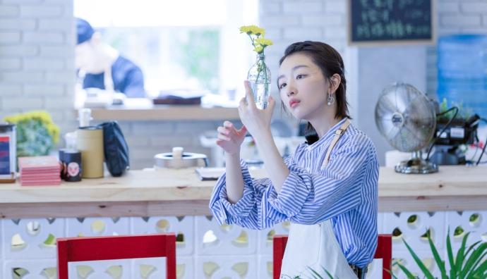 《中餐厅》周冬雨化身元气少女 包揽一切重活让张亮连连称赞!
