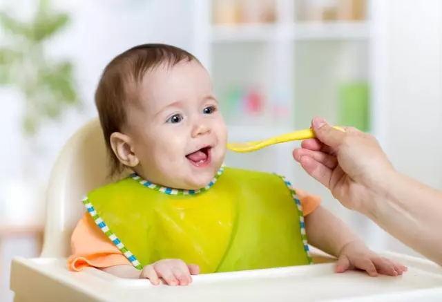 孩子睡前要吃东西? 这5种食物最伤身体宁可饿着也别吃