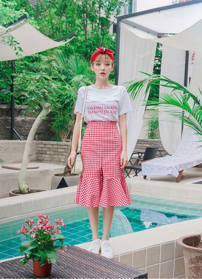 炎炎夏日如何穿衣搭配 T恤+鱼尾裙甜美又时髦