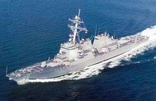 美国军舰擅入南海 我军导弹护卫舰拦截并驱逐