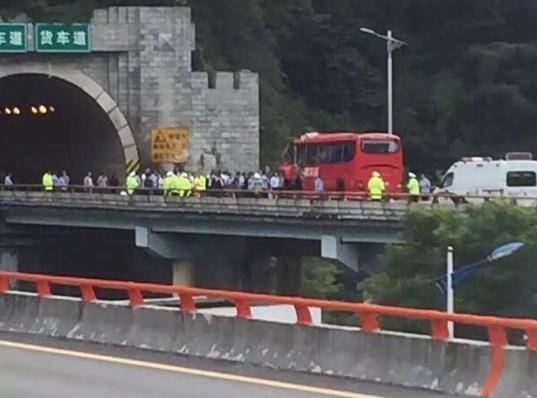 陕西高速隧道36死现场 13名伤者已被紧急送医