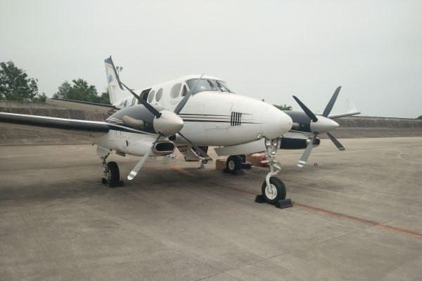 西华航空两架私人飞机搭载专业设备前往灾区救援