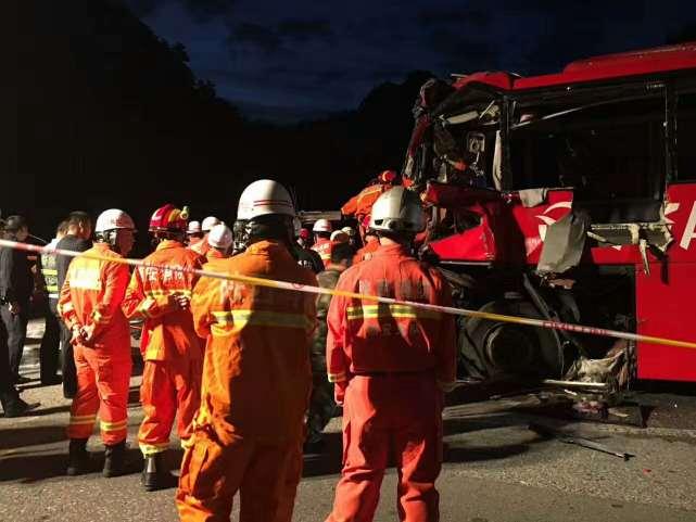陕西发生重大车祸 已造成36人死亡13人受伤