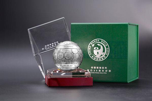 熊猫金币发行三十五周年纪念银摆件发行近一周 你get了没?