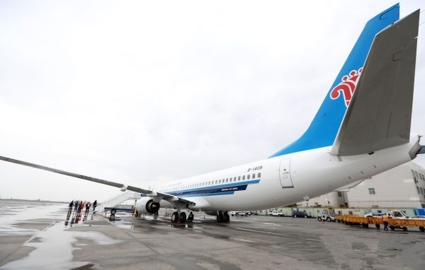 南航新疆公司引进第7架737-800私人飞机降落乌鲁木齐