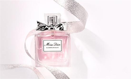 馥郁气息让人深陷 迪奥推出全新Dior小姐香水