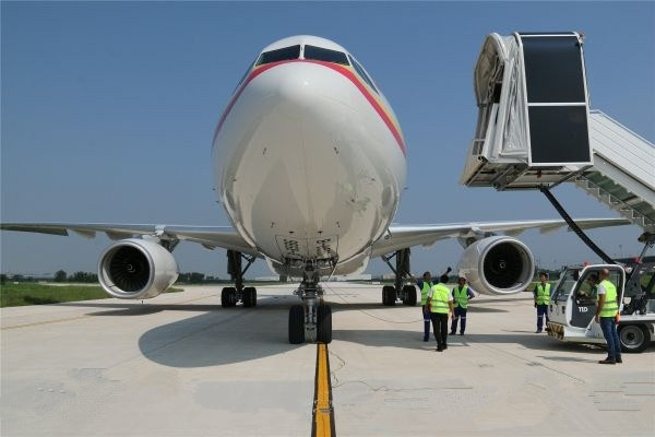 """天津机场圆满完成A330私人飞机""""绿皮""""首航保障任务"""