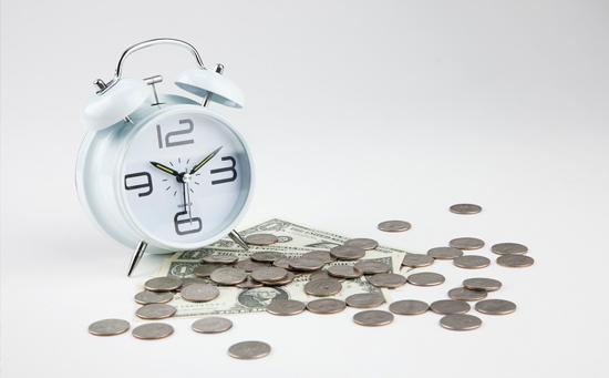 現貨白銀價格何時上漲、何時下跌?