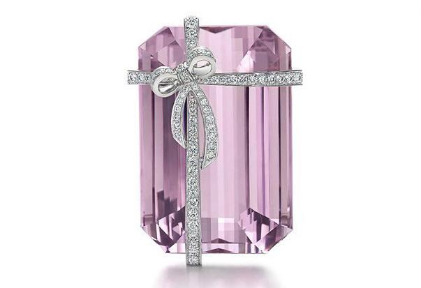 除了六爪镶钻和蓝盒子 蒂芙尼还有令人少女心炸裂的紫锂辉石!